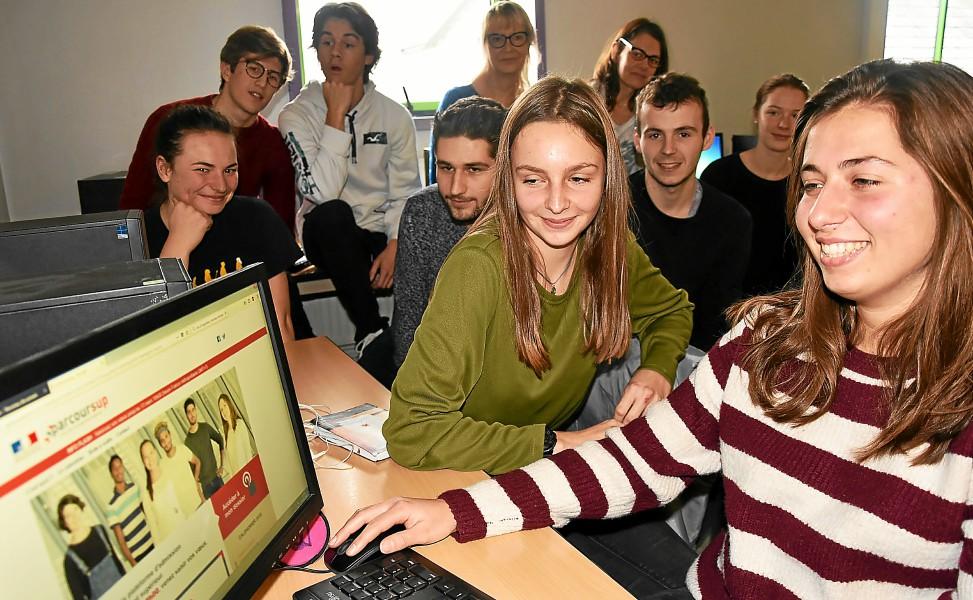 Les élèves de terminale S2 du lycée Charles-De Gaulle